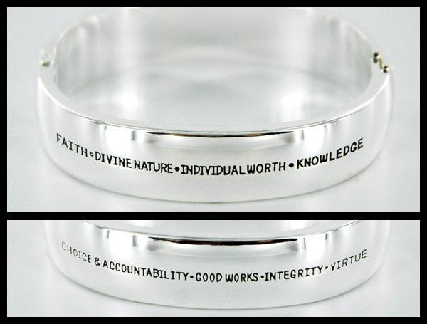 CF - Bracelet - Etched silver bangle/YW values<BR>シルバーバングル/若い女性の特質